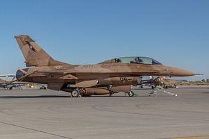 NSAWC Agressor Squad op Naval Air Station Fallon vliegt met de F-16 A/B Fighting Falcons.