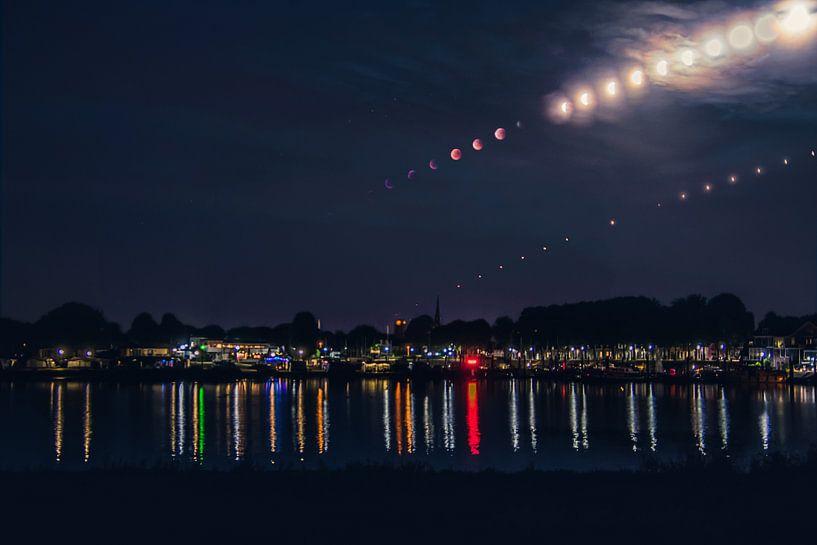 Blood moon above Culemborg von Milou Oomens