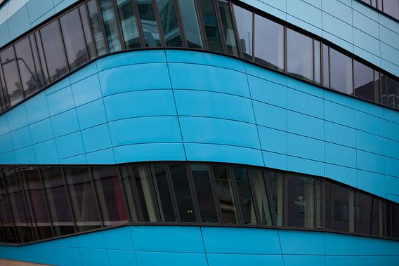 Blauw kantoor in Arnhem van Jim van Iterson