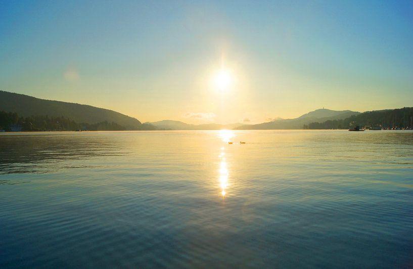 Sonnenaufgang am See von Markus Jerko