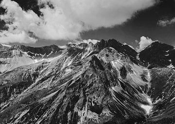 Berge in der Schweiz | Schwarz-Weiss-Foto | Natur | Landschaftsfotografie von Melody Drost