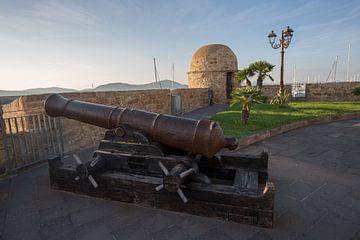 Kanone auf der Bastion von Alghero, Sardinien, Italien von Joost Adriaanse