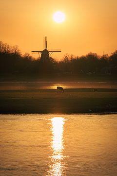 Coucher de soleil sur le Bolwerkersmolen à Deventer sur Jaimy Leemburg Photography