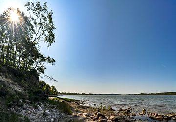 Natuurlijk strand aan de lagune bij de Großer Jasmunder Bodden bij Lietzow van GH Foto & Artdesign