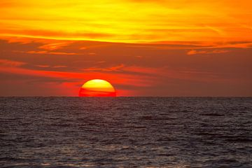 Zonsondergang aan het strand van Kijkduin van Renske Breur