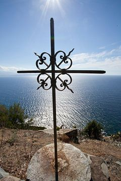 Kruisteken bij Cap Corse, Corsica van Kees van Dun