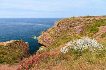 Kust van Cap Frehel in de zomer sur