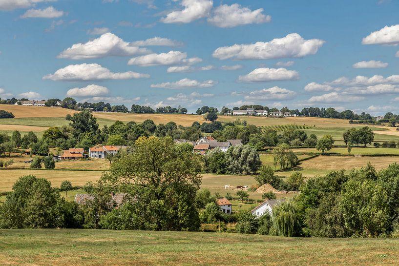 Uitzicht op Epen in Zuid-Limburg van John Kreukniet