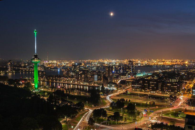 Rotterdam met euromast van Ilya Korzelius