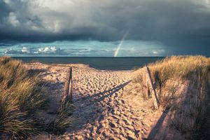 Strand von Heiligenhafen an der Ostsee mit Regenbogen