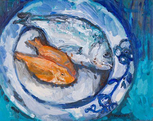 Blauw bord met vis van Tanja Koelemij