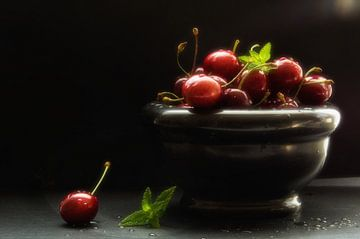 Elegant kitchen still life of cherries sur