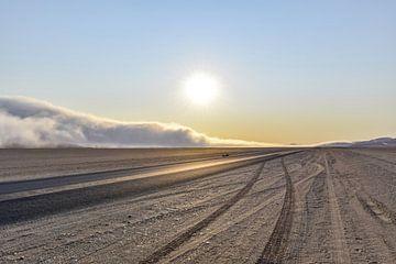 Woestijnpad bij zonsondergang