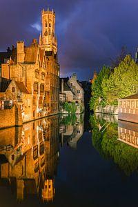 Die historische Stadt Brügge nach Sonnenuntergang