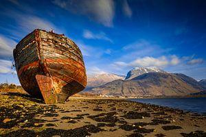 altes Schiffswrack am Strand von Fort William in Schottland