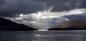 Regen over Wakatipu Meer