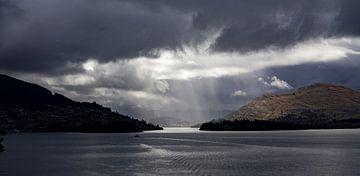 Regen over Wakatipu Meer van Studio W&W