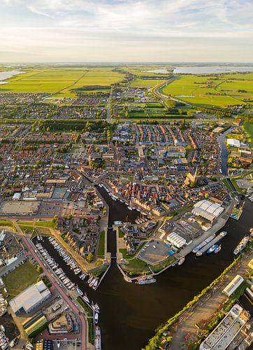 Luchtfoto van het Friese dorp Lemmer