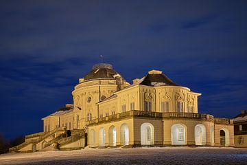 Schloss Schloss Solitude in de Sneeuw tijdens het Blauwe Uur van Keith Wilson Photography