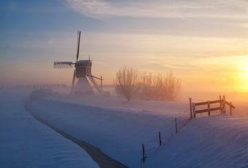Wingerdse molen in wintersfeer von John Stuij