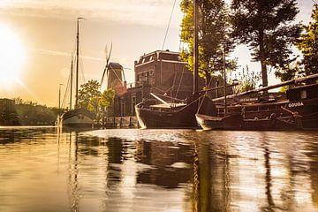 Oude Hollandse schepen op de Turfsingel in Gouda