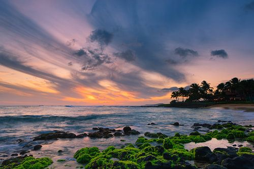 Sunset at famous Brennecke's Beach, Kauai, Hawaii. van Henk Meijer Photography