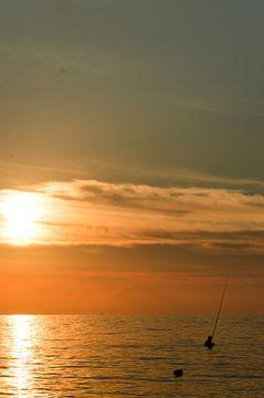 Sunset with fisherman, Lovina, Bali, Indonesia van Olivier Van Acker