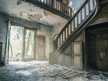 Escaliers dans une villa abandonnée, Belgique sur Art By Dominic