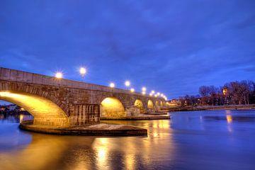 Steinerne Brücke zur blauen Stunde von Roith Fotografie