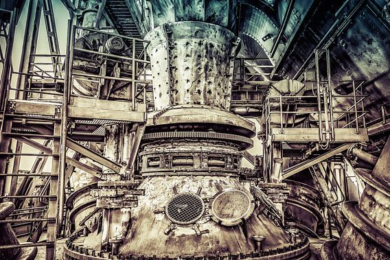 Machinerie van een hoogoven in retrolook