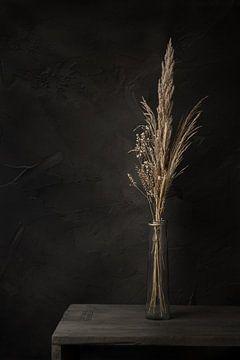 Stilleven met droogbloemen in vaas van Mayra Pama-Luiten