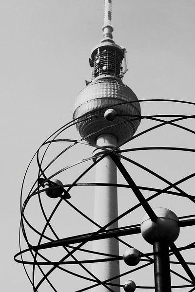 World Clock Fernsehturm Berlin Foto van Falko Follert