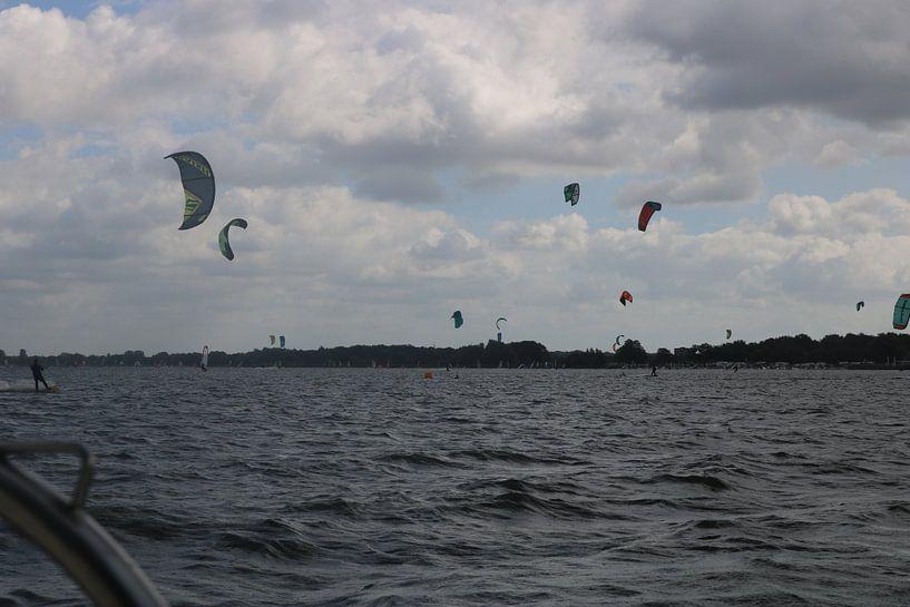 Kitesurfers van Rosalie Broerze