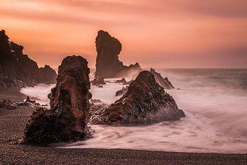 Rocks Küste von Island von Eefke Smets
