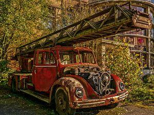 Alter abgelaufener Feuerwehrauto
