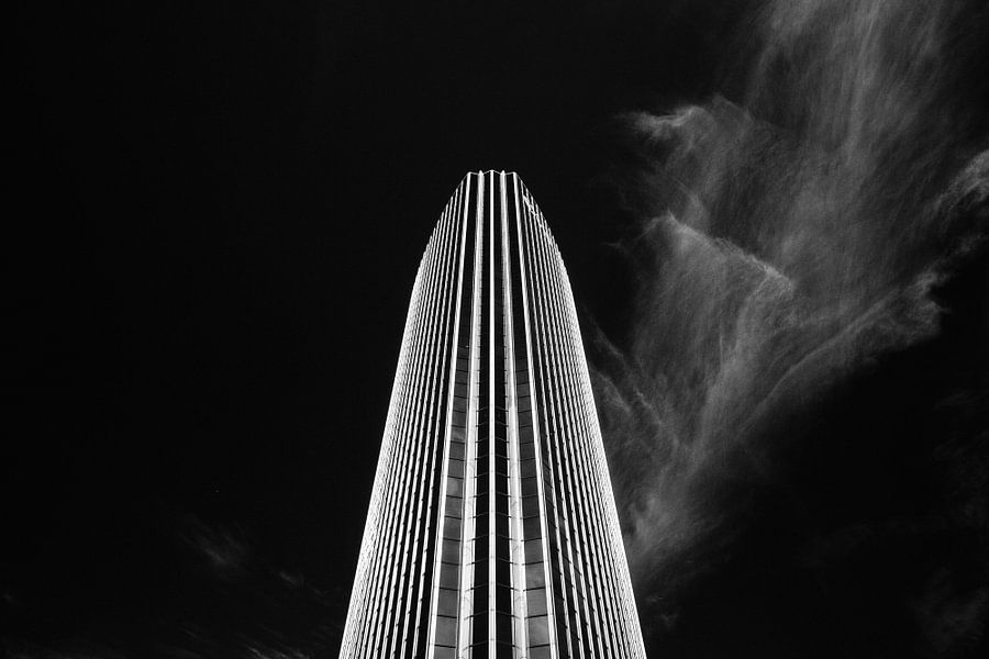 Zwart-wit foto van Beursgebouw Rotterdam (Beurs World Trade Center)