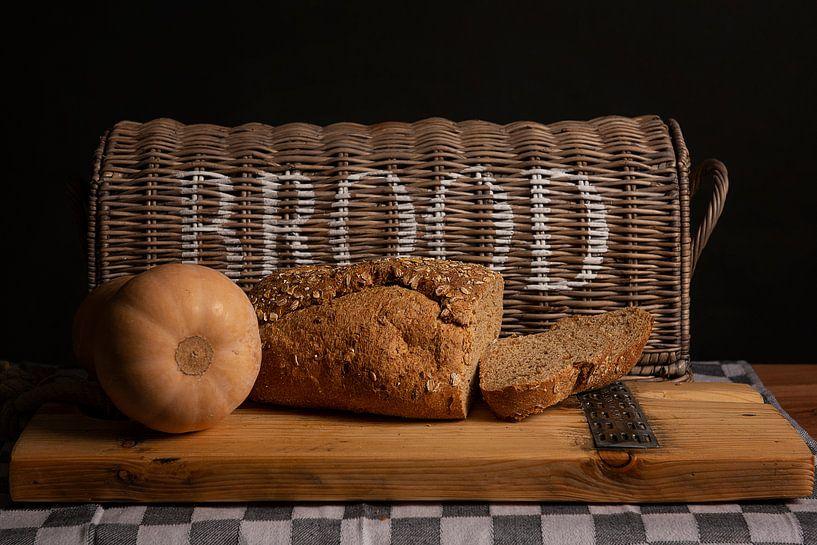 Stilleben mit Brot von Coby Bergsma