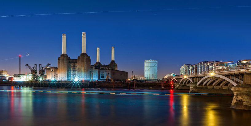 Better days... Battersea Power Station | Londen van Rob de Voogd / zzapback