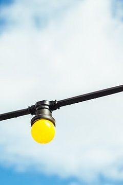 Lampje aan Blauwe Lucht van Patrycja Polechonska
