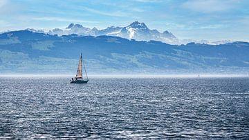 Un voilier sur le lac de Constance en Allemagne sur Thomas Heitz
