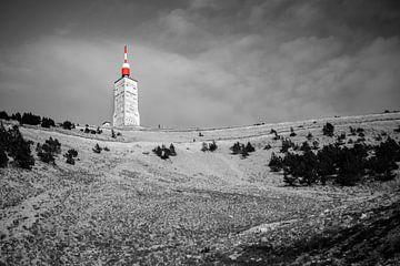 Die Sendestation als buntes Leuchtfeuer auf dem Mont Ventoux von Beeldpracht by Maaike