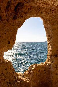 Algarve Portugal, doorkijk zee van Marly De Kok
