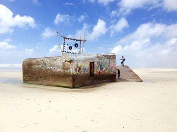 Bunker on the beach sur Hans van Ewijk
