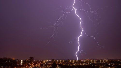 Thor's angry -lightning bolt van Johan van Opstal