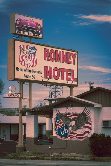 Route 66 Amerika, motel met reklameborden van Inge van den Brande