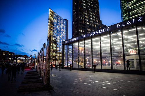 Potsdamer Platz van Leon Weggelaar