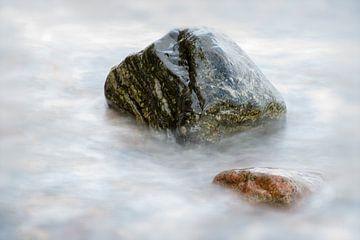Steen in de zee van Frank Grässel