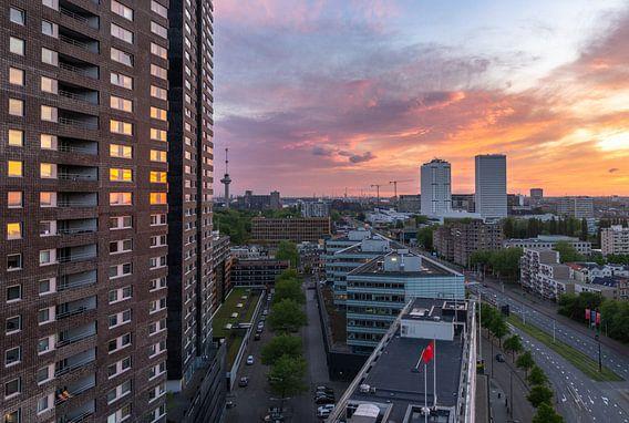 Een prachtige zonsondergang in Rotterdam van Arisca van 't Hof