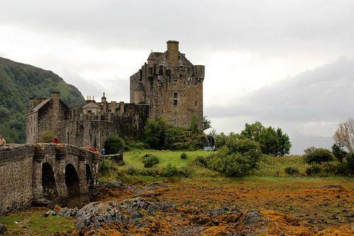 Kasteel in Schotland/ Scotland : 'Eilean Donan Castle' van Tineke Roosen