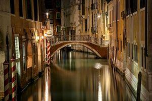 Brug in de oude binnenstad van Venetië van Sabine Wagner